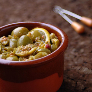 Green Olives with Coriander Seeds