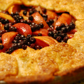 Peach Nectarine and Blueberry Pie