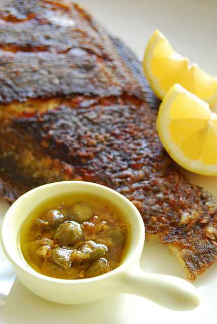 Fried fish with garlic lemon butter caper sauce for Lemon butter caper sauce for fish