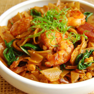 Fried Kway Teow / Char Kway Teow…and a Giveaway!