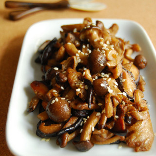 Asian Style Garlic Mushrooms